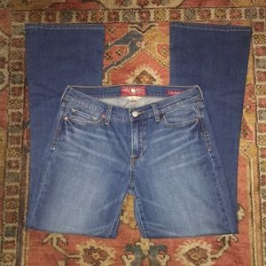 NWOT Lucky Brand Sofia Boot Jeans